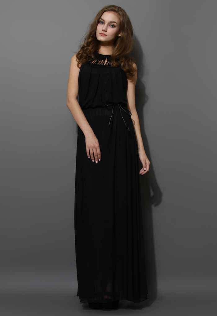 Cage Cut Out Neckline Maxi Dress in Black