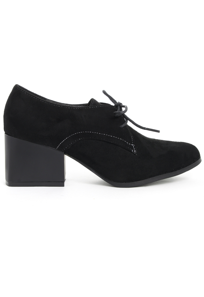 Faux Suede Pointed Shoes in Black