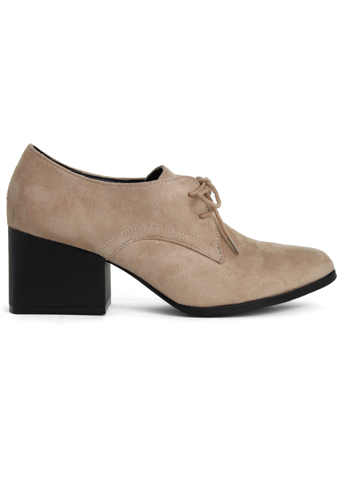 Faux Suede Pointed Shoes in Camel