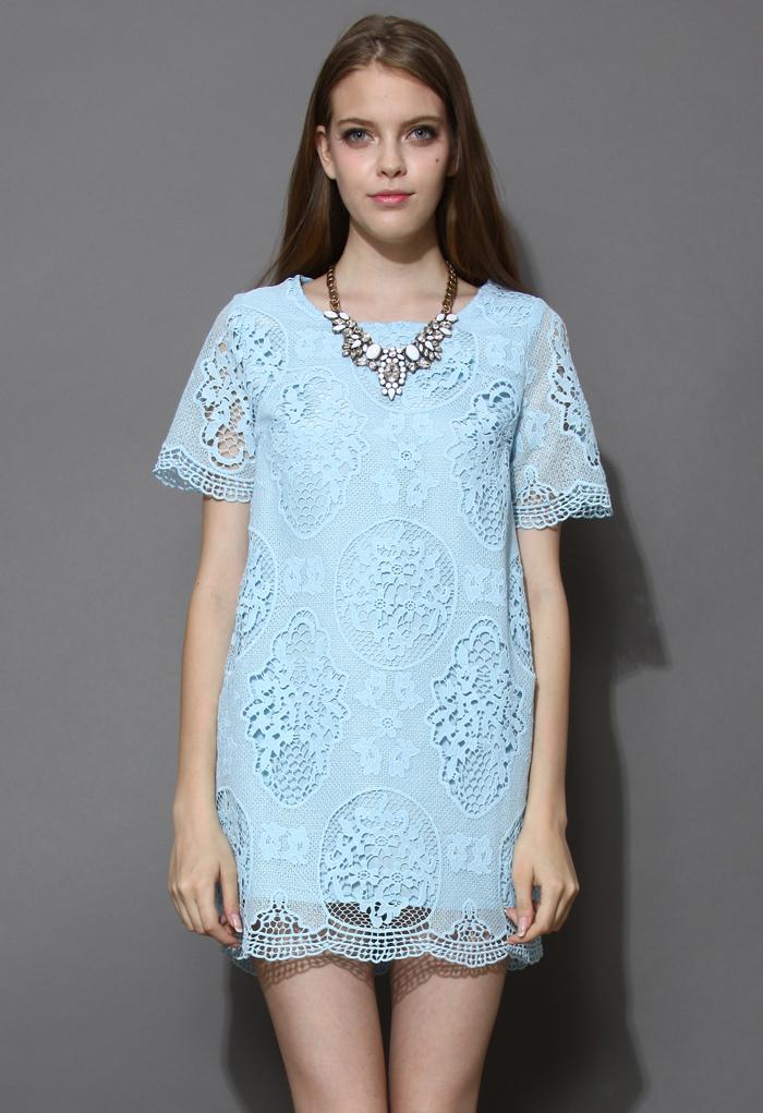 Retro Floral Crochet Shift Dress in Blue