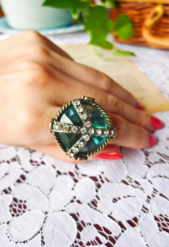 Chicwish Anti-war Ring with Braided Metal Surround