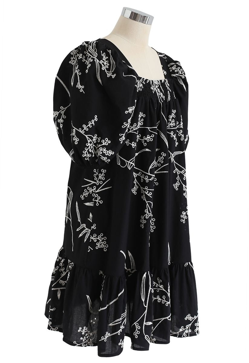 Wildflowers Embroidered Puff Sleeves Dolly Dress in Black