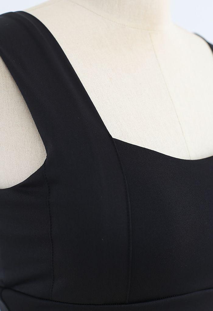 Strappy Seam Detail Medium-Impact Sports Bra in Black