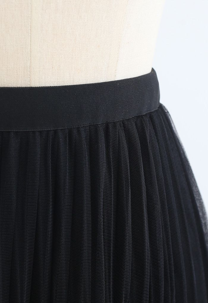 Hi-Lo Mesh Hem Pleated Skirt in Black