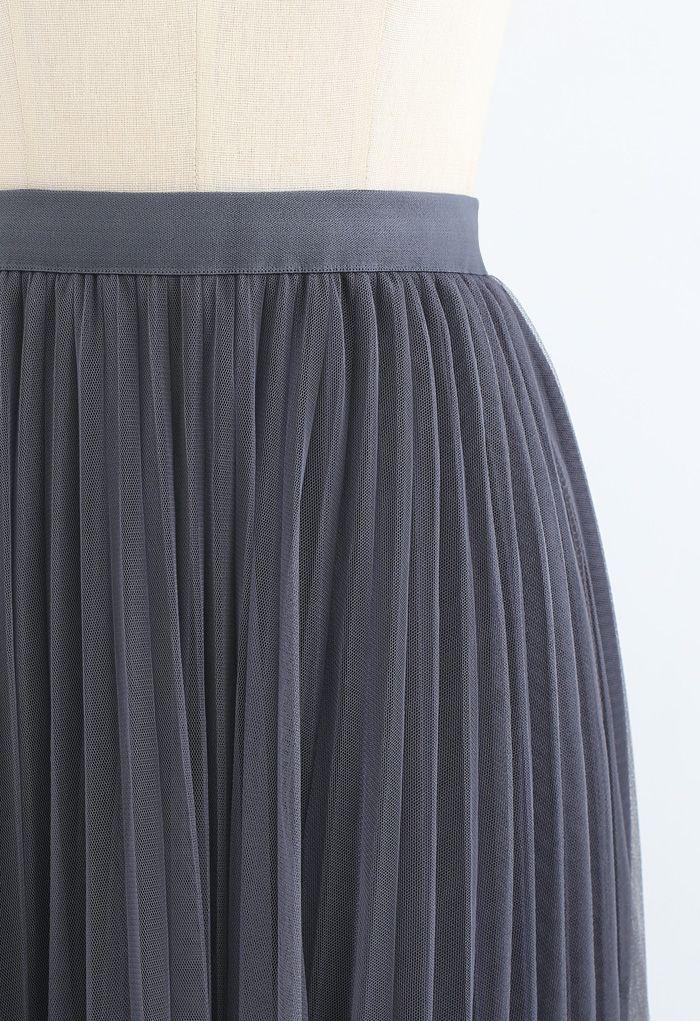 Hi-Lo Mesh Hem Pleated Skirt in Grey