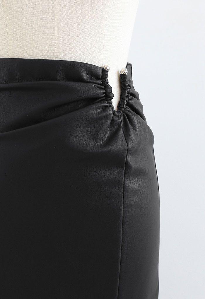 U-Shape Cutout Slit Faux Leather Midi Skirt in Black
