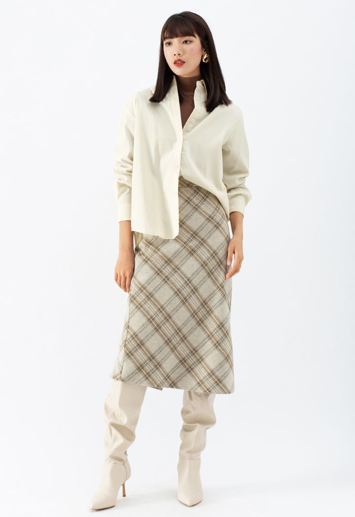 Embroidered Collar Buttoned Hi-Lo Shirt in Cream
