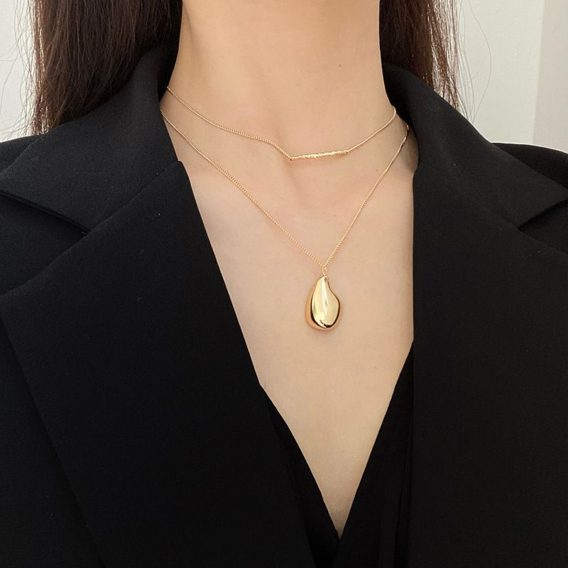 Wavy Bar and Pendant Double Layered Necklace