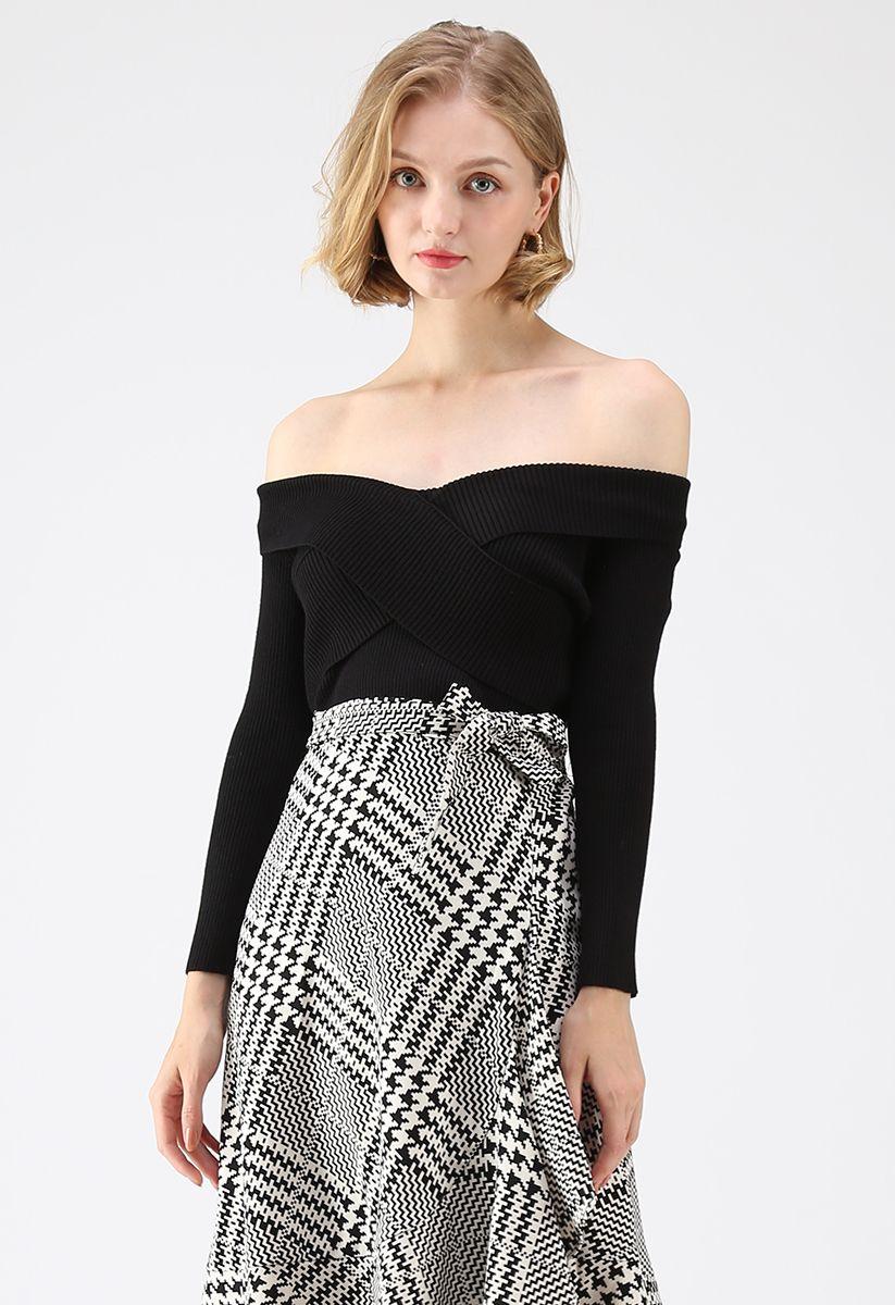Cross On Love Knit Top in Black