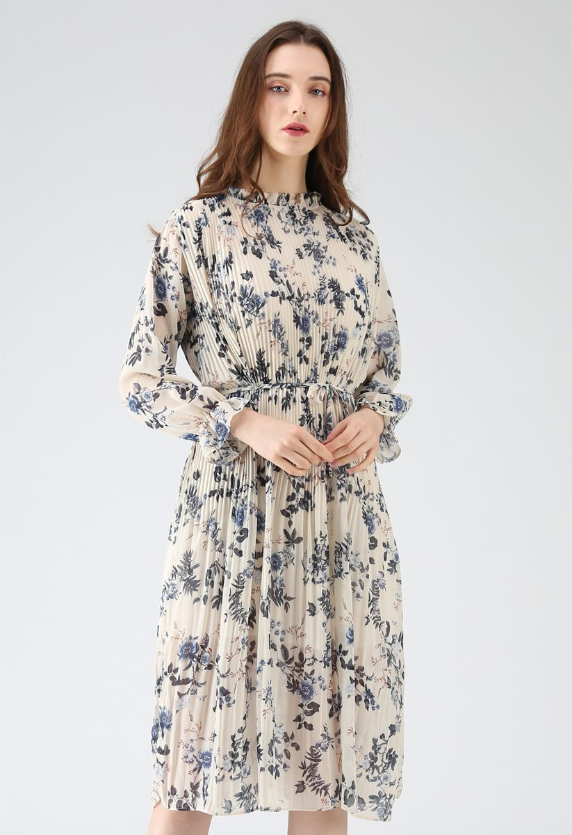 Blooming of Flower Pleated Chiffon Dress in Cream