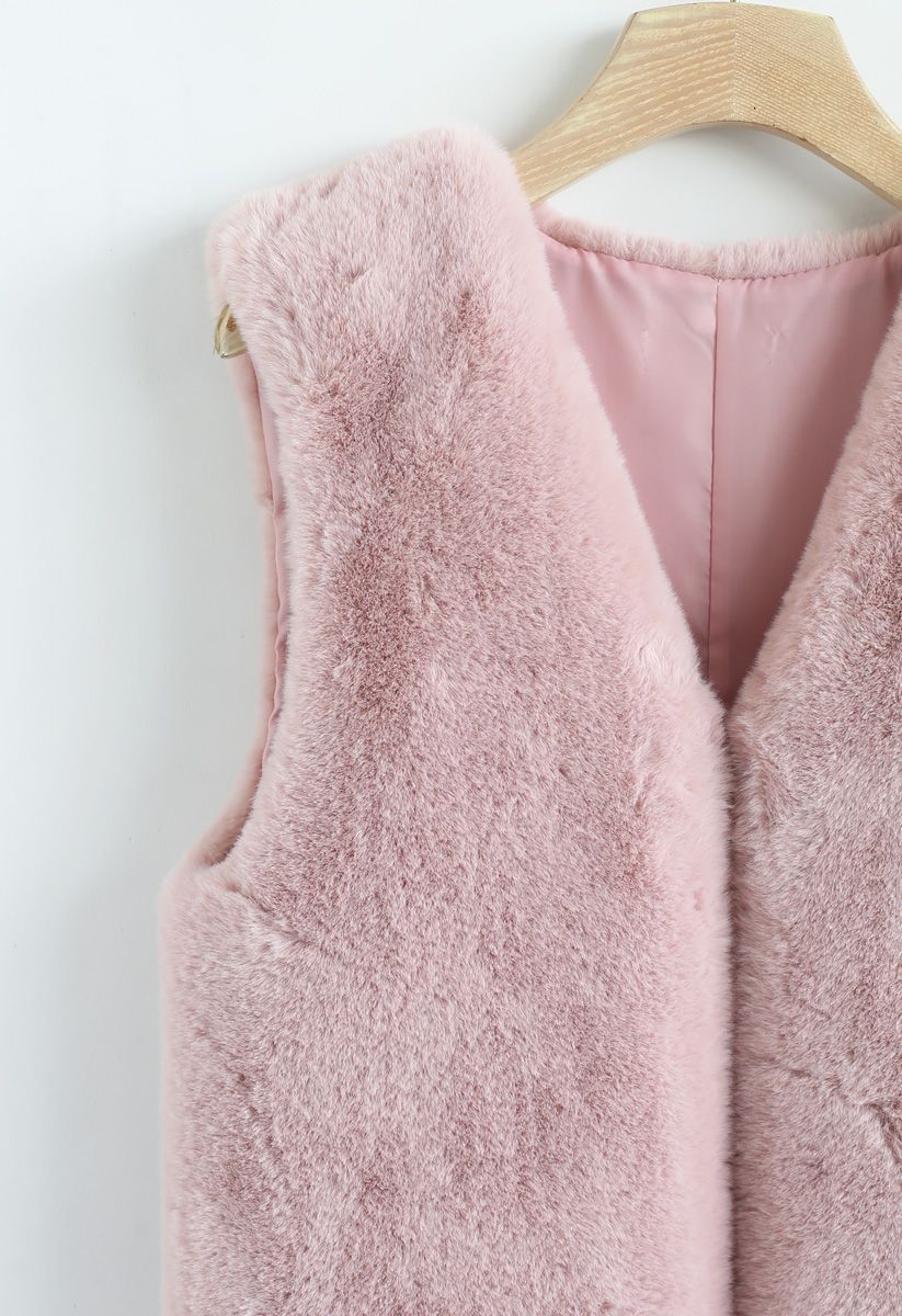 Reversible vest in synthetic fur and pink mesh