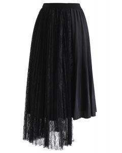 Lace Spliced Asymmetric Hem Pleated Skirt in Black