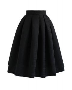 Wavy Texture Pleated Midi Skirt in Black